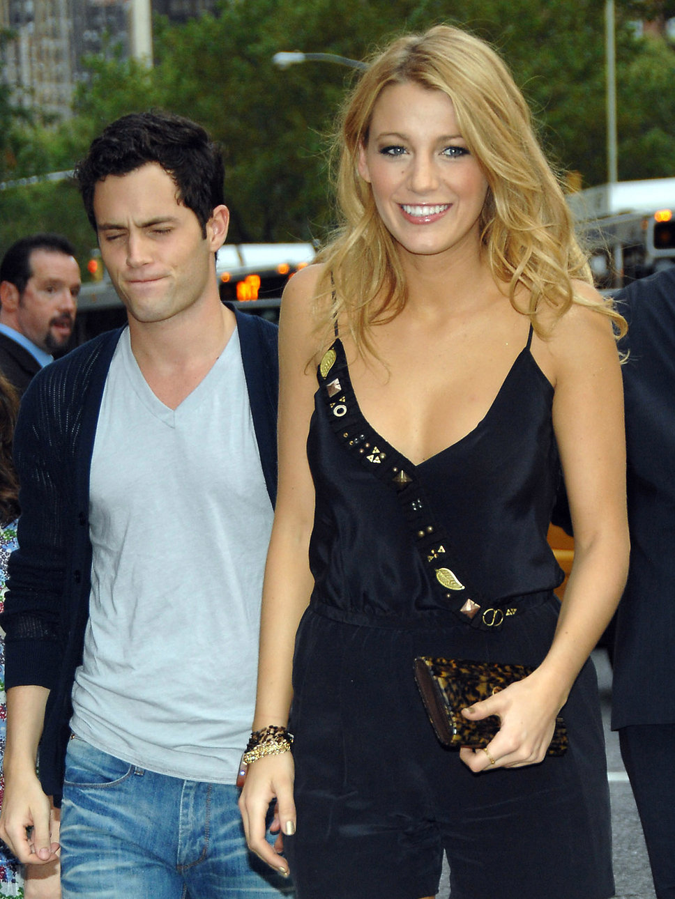 Penn Badgley Didnt Give Ex Blake Lively A Wedding Present Blake
